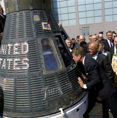 President John F. Kennedy and astronaut Lieutenant Colonel John Glenn, Jr.