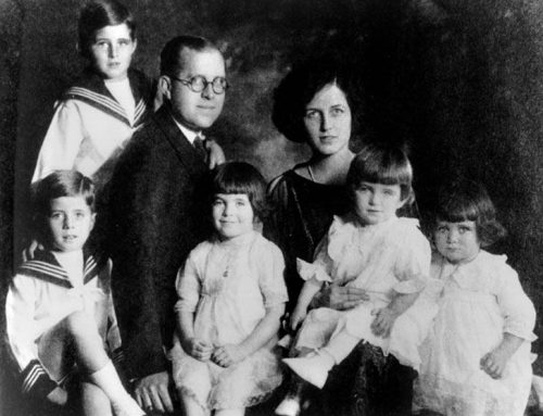 Kennedy family portrait: 1921 John, Joe Jr; Joe Sr; Rosemary, Eunice