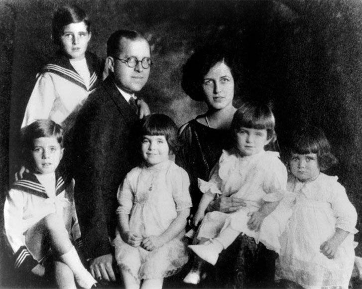 Kennedy family portrait: 1921 John, Joe Jr; Joe Sr; Rosemary, Eunice